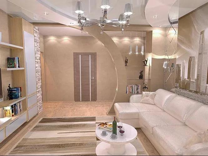 Белая гостиная в квартире в новостройке
