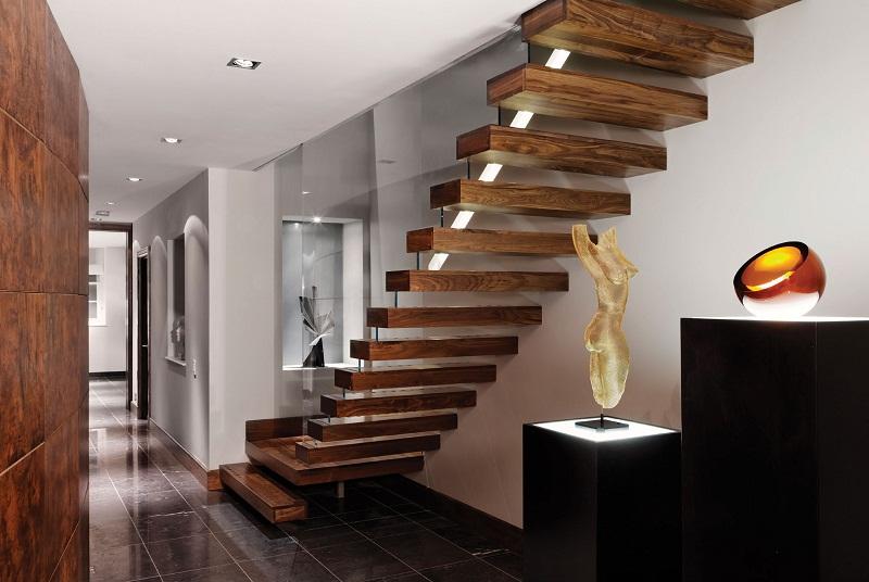 Вариант консольной лестницы в двухуровневой квартире