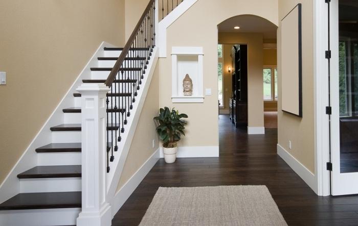 Вариант маршевой лестницы в Лестница в дизайне двухуровневой квартире