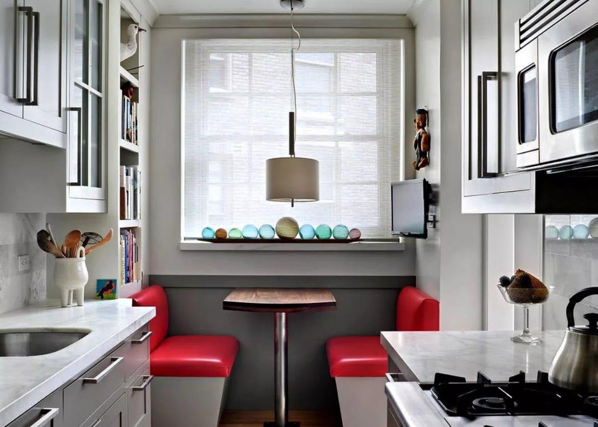 Вариант оформления небольшой кухни в двухкомнатной квартире