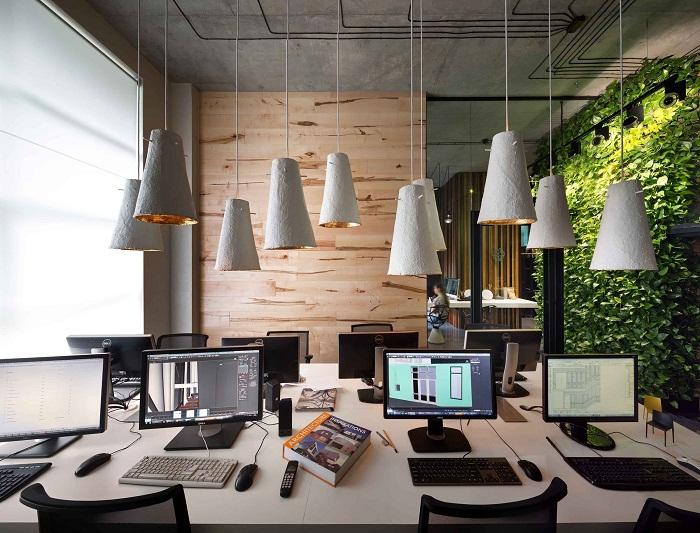 Вариант размещения мебели в офисе