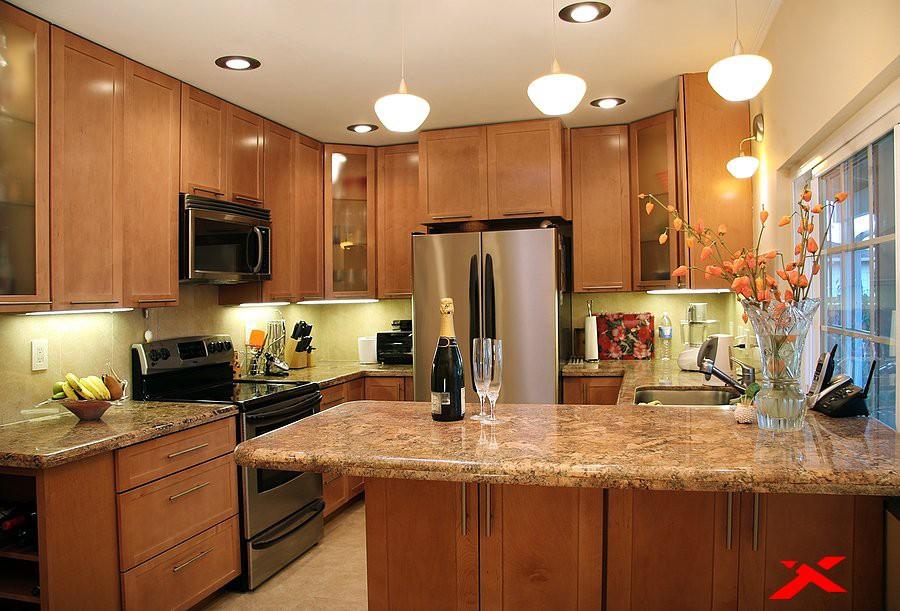 Верхнее освещение на кухне 12 кв.м.