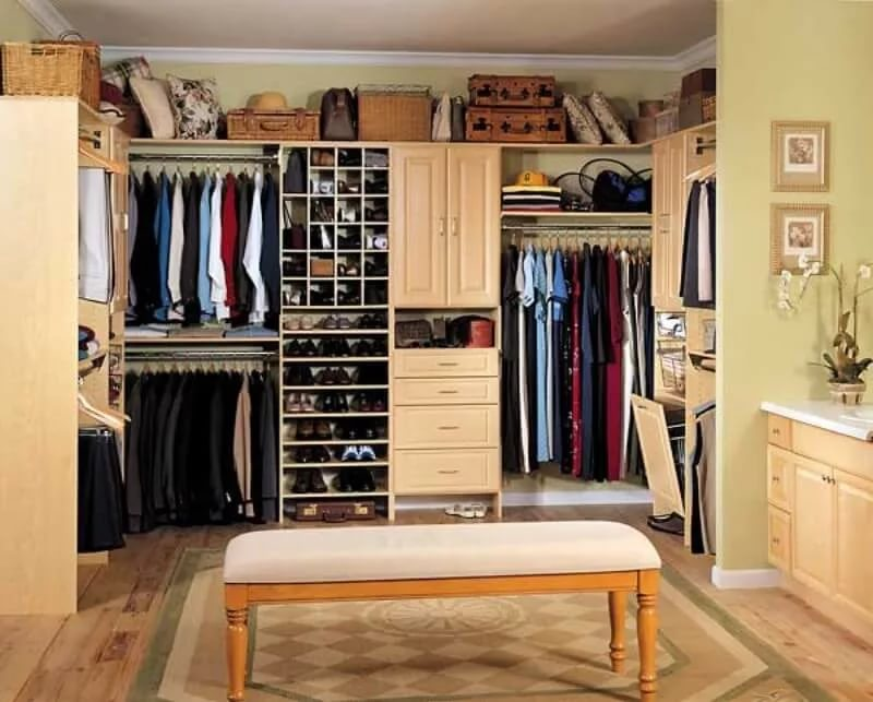 Верхняя зона гардеробной