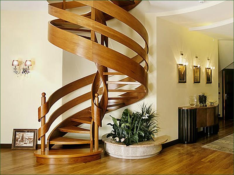 Винтовая лестница в дизайне двухуровневой квартиры