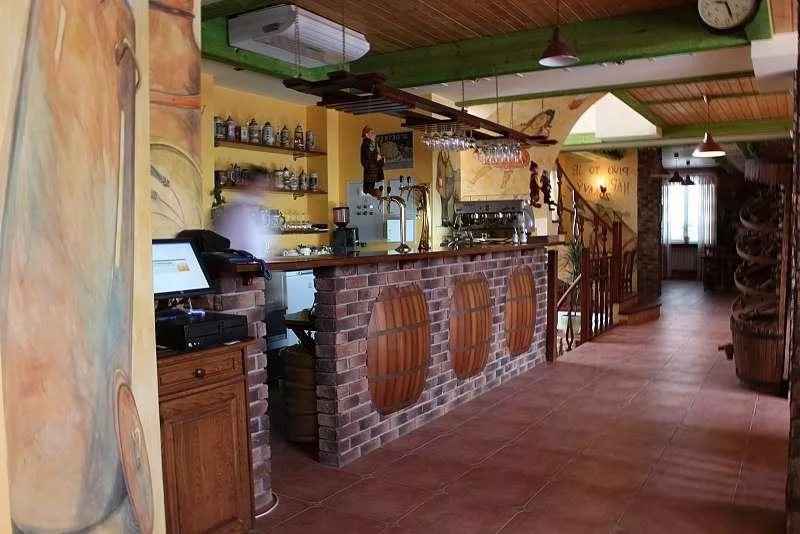 Дизайн интерьера пивного бара
