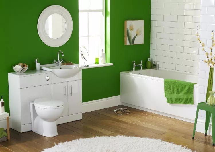 Дизайн интерьера совмещенного санузла в бело-зеленых тонах