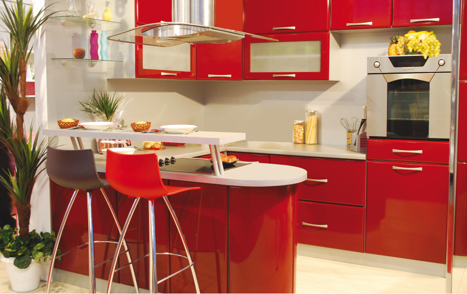 Дизайн кухни в красных тонах