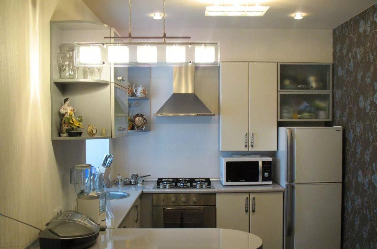 Дизайн маленькой кухни в хрущевке в светлых тонах