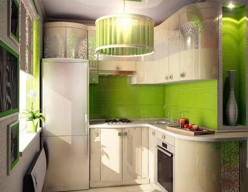 Дизийн кухни 6 кв.мв бело-заленых тонах