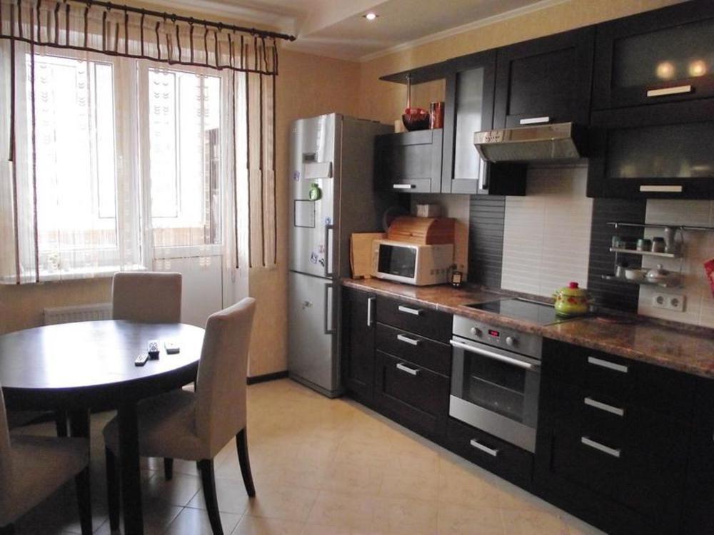 Динейная расстановка мебели в кухне 12 кв.м.