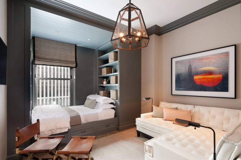 Естественное освещение в гостиной-спальне