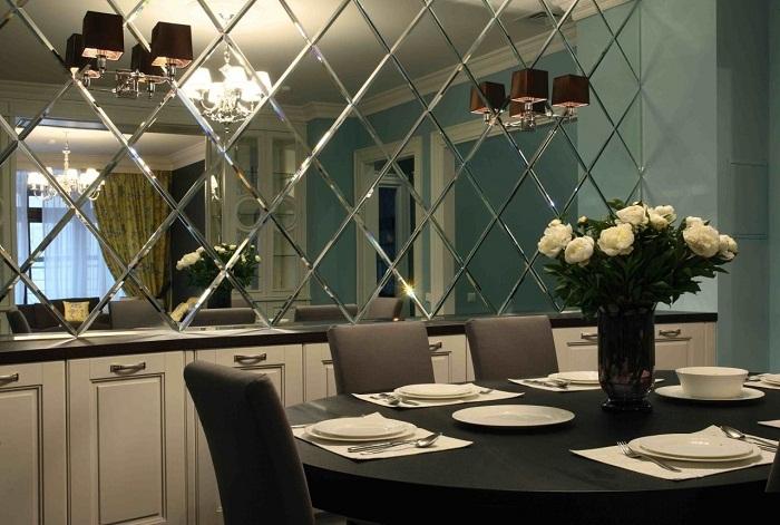 Зеркала в интерьере свомещенной гостиной