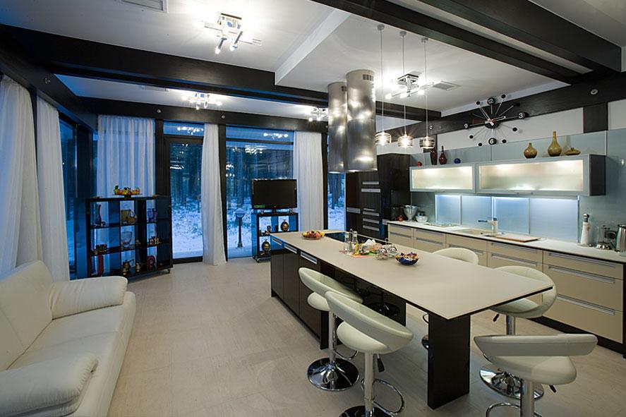 Интерьер кухни в котедже