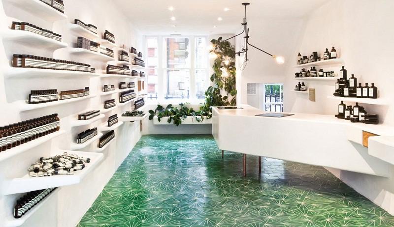 Интерьер магазина в белом цвете