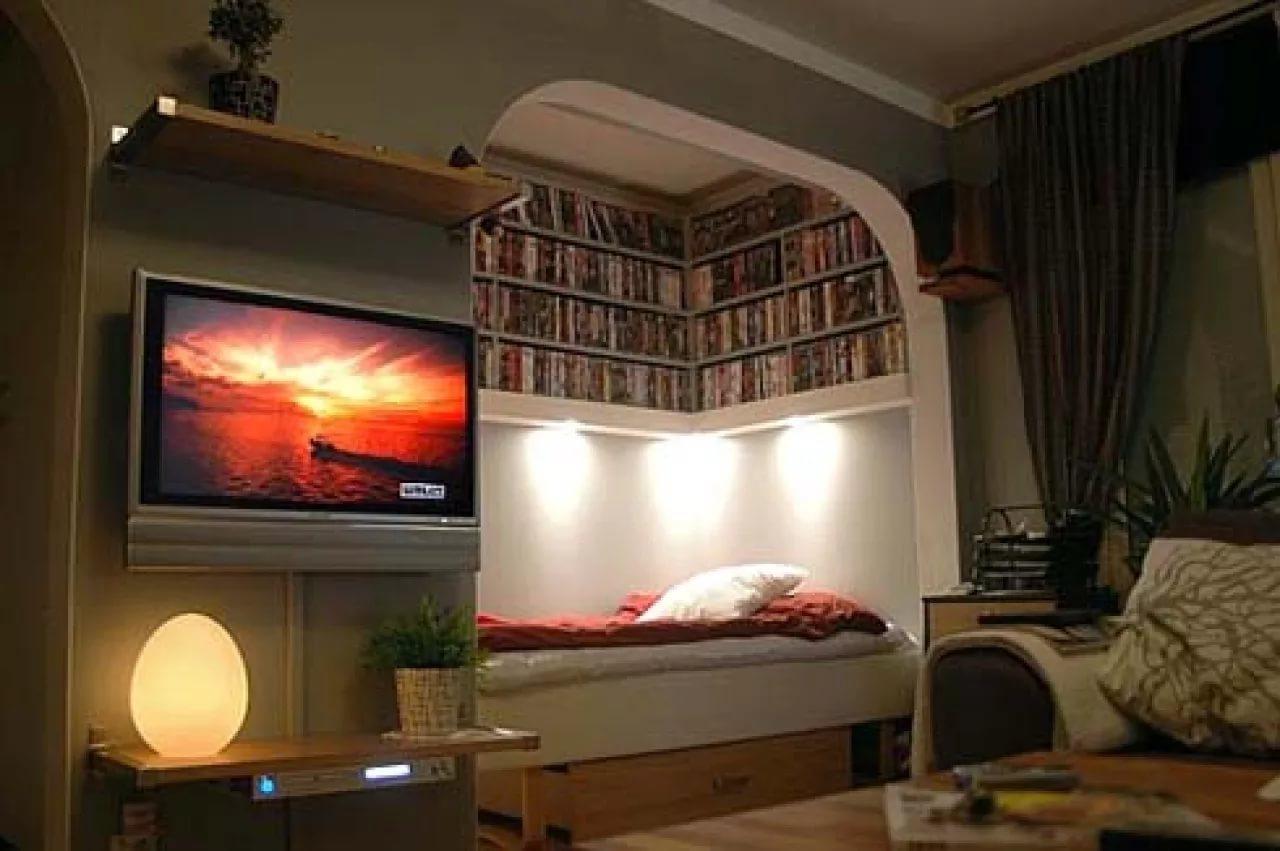 Искусственной освещение в гостиной-спальне
