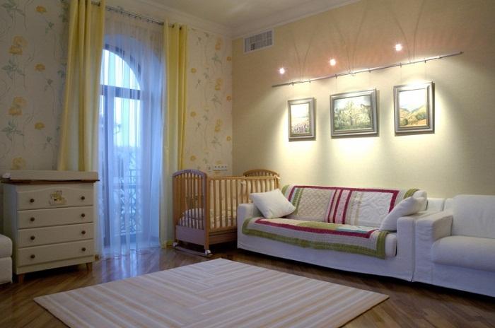 Комод для ребенка в интерьере двухкомнатной квартиры