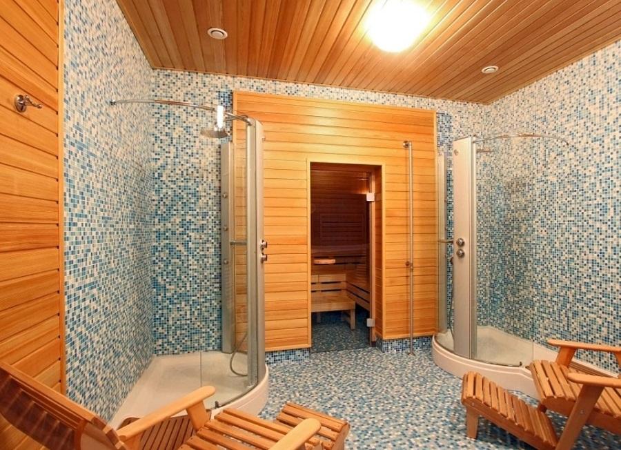 Коричневый, желтый и светло-синий цвета в интерьере бани