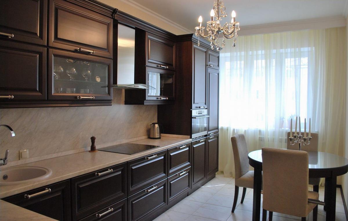 Кухонная мебель из натурального дерева