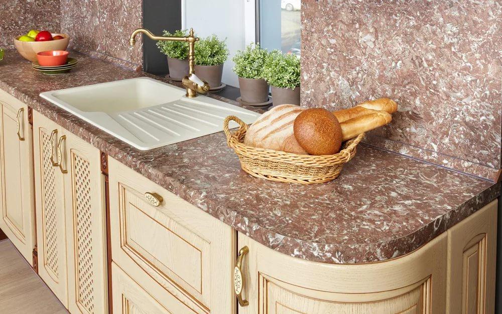 Кухонная мебель со столешницей из гранита