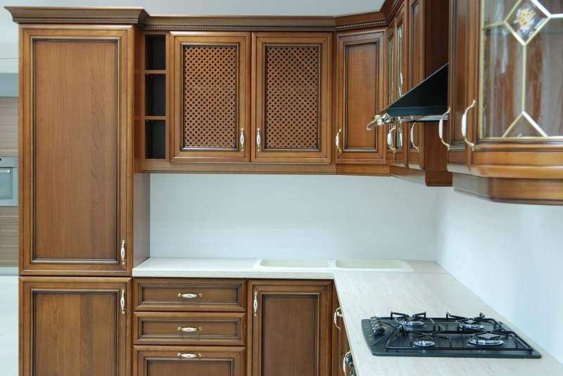 Кухонная мебель с деревянными фасадами