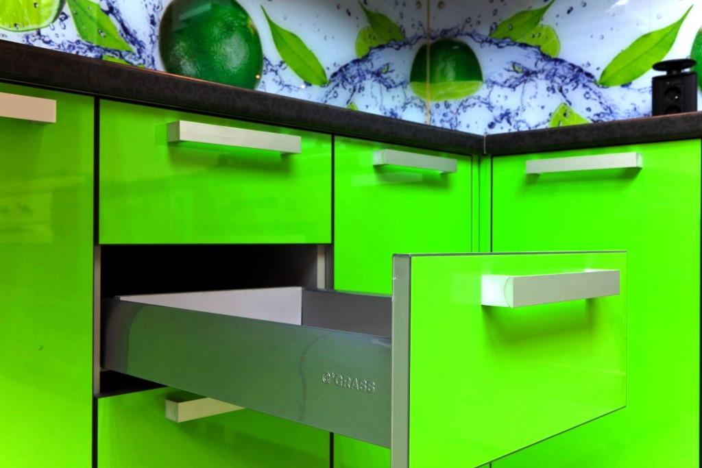 Кухонная мебель с фасадом из полимерных материалов
