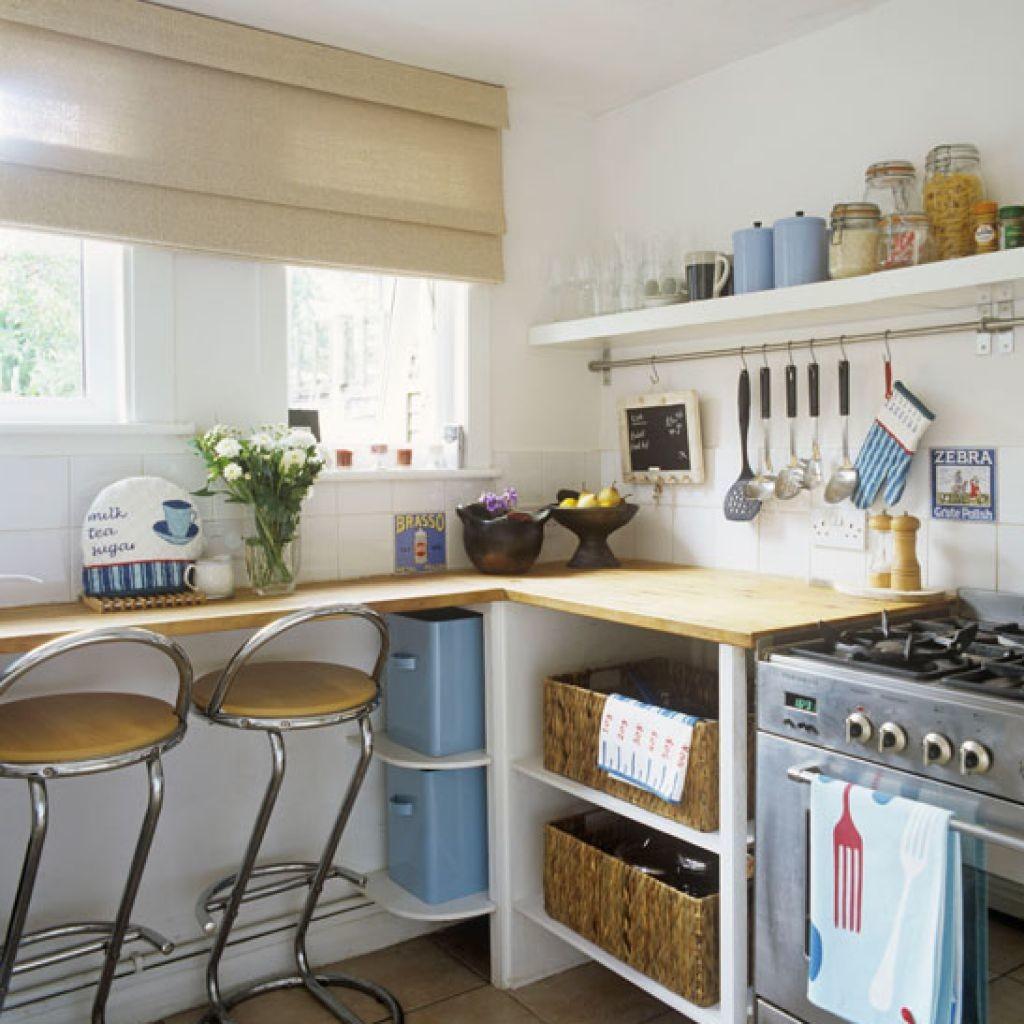 Маленький столик на кухне 6 кв.м