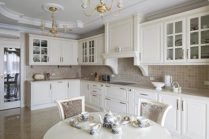 Мебелировка кухни 12 кв.м. в неоклассическом стиле