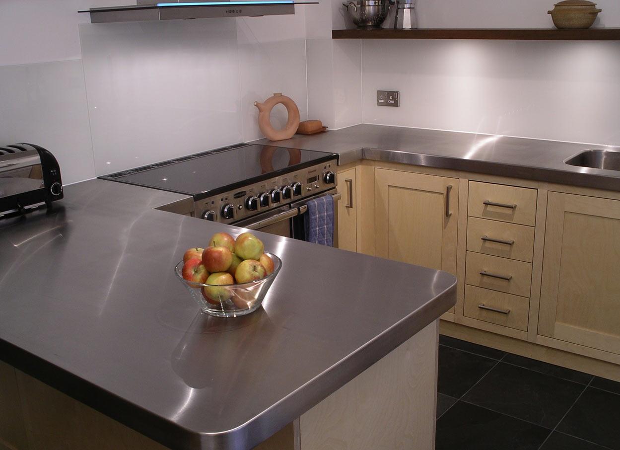 Мебель для кухни 6 кв.м.с оригинальной столешницей