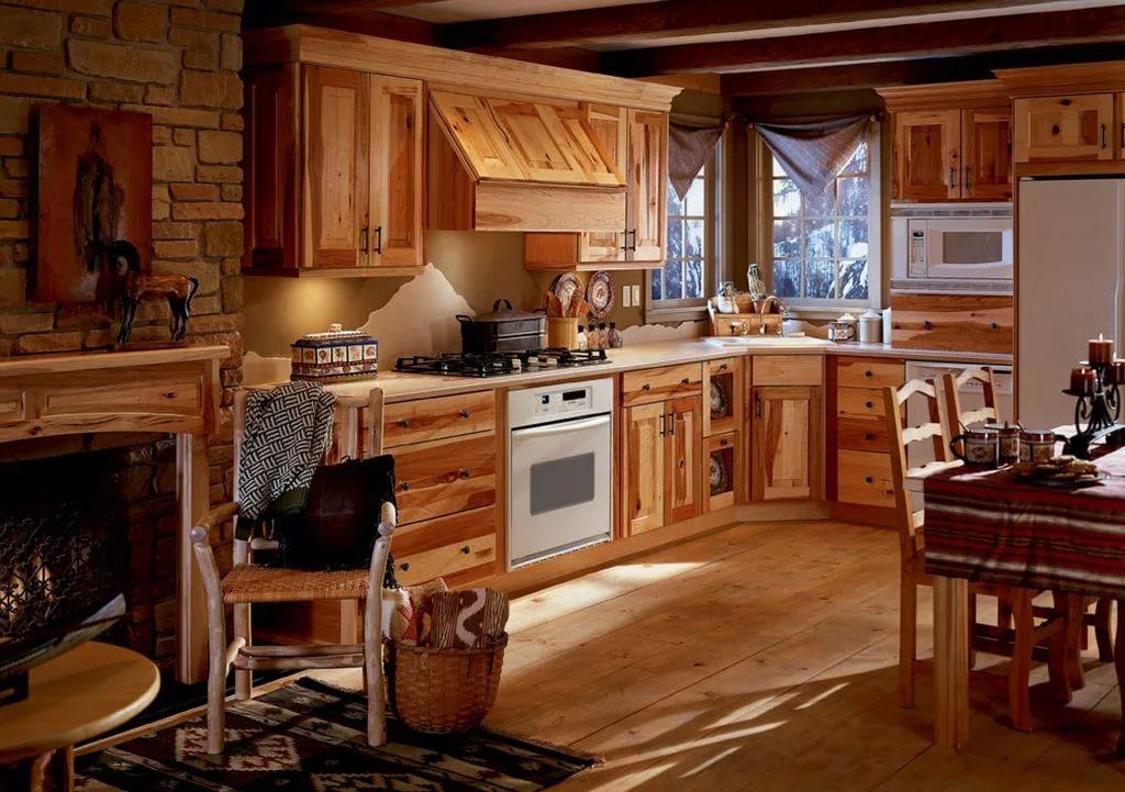 Мебель из дерева в деревянном доме