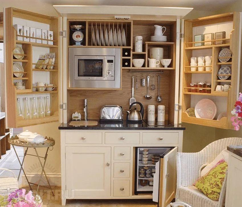 Мебель из дерева для кухни в двухкомнатной квартире