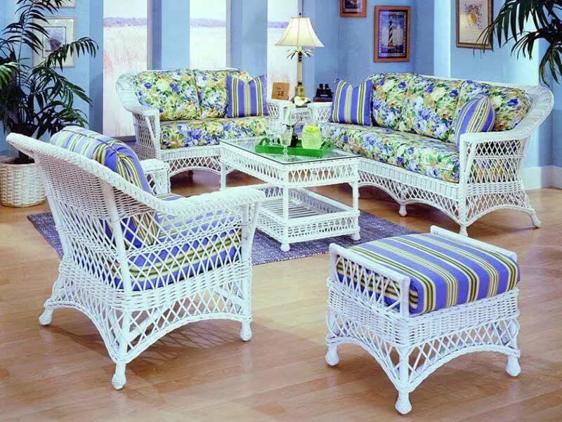Мягкая мебель в интерьере дачного дома