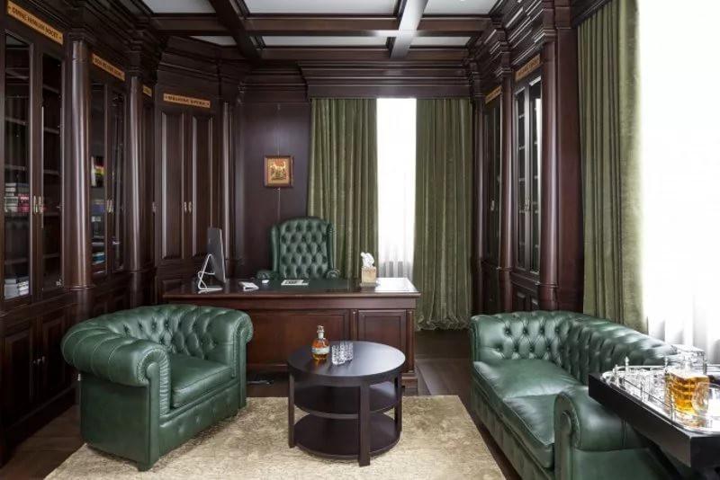 Мягкая мебель в кабинете в англиском стиле