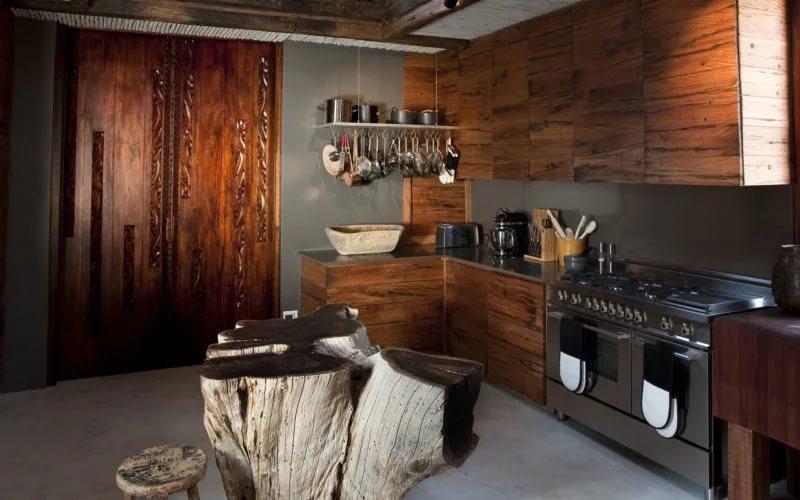 Напольное покрытие в деревянном доме африканского стиля