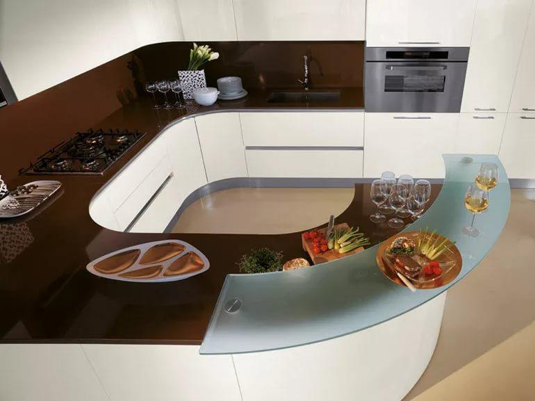Необычная планировка угловой кухни