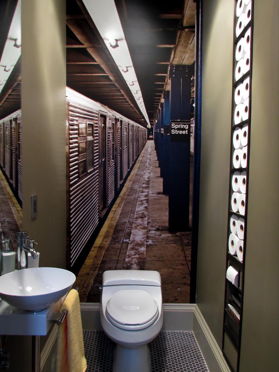 Обои для расширения пространства в туалете