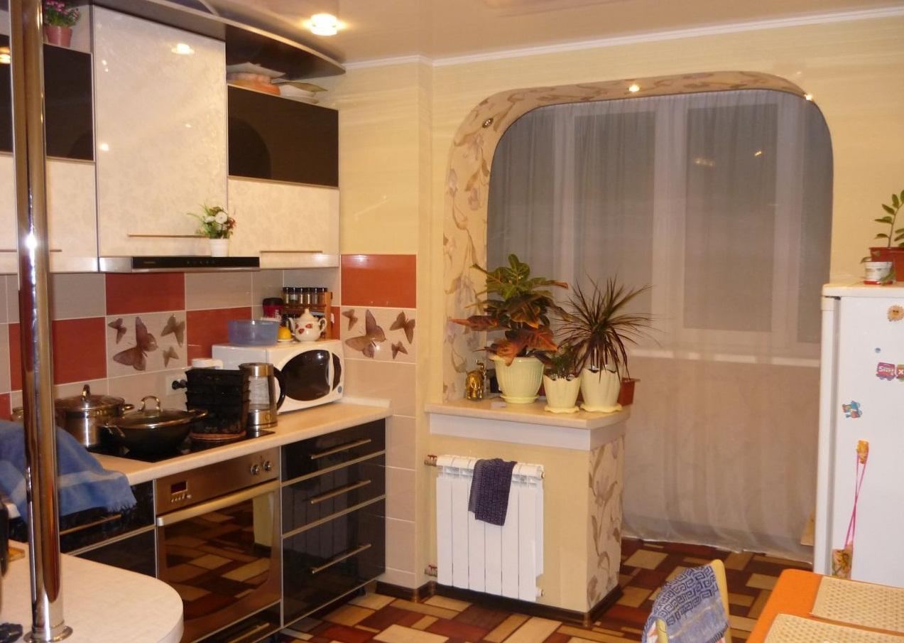 Объединени кухни в двухкомнатной квартире с лоджией при помощи арки