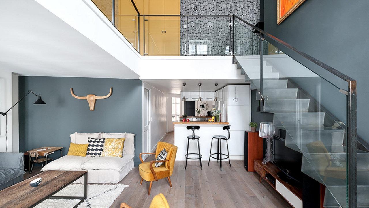 Оригинальная консольная лестница в двухуровневой квартире