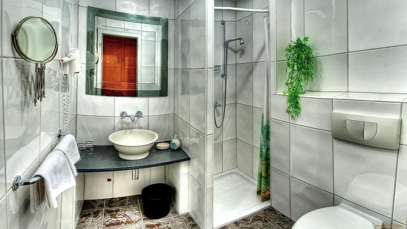 Оригинальное оформление маленькой ванной