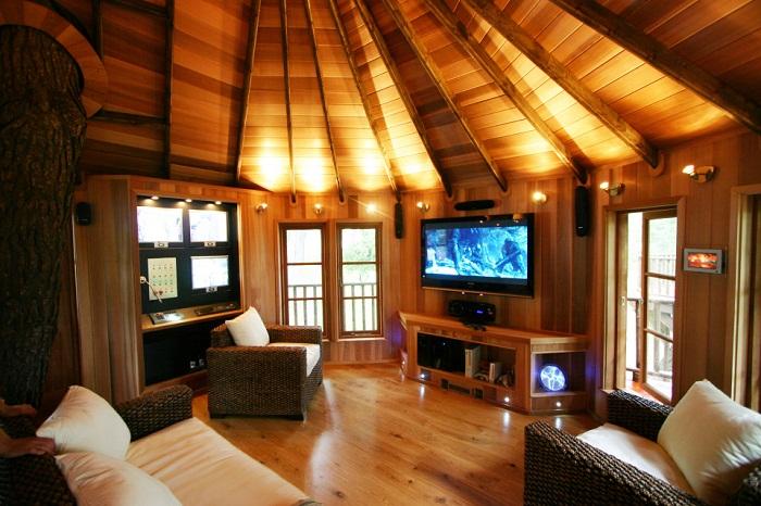 Оригинальное оформление мансарды в деревянном доме