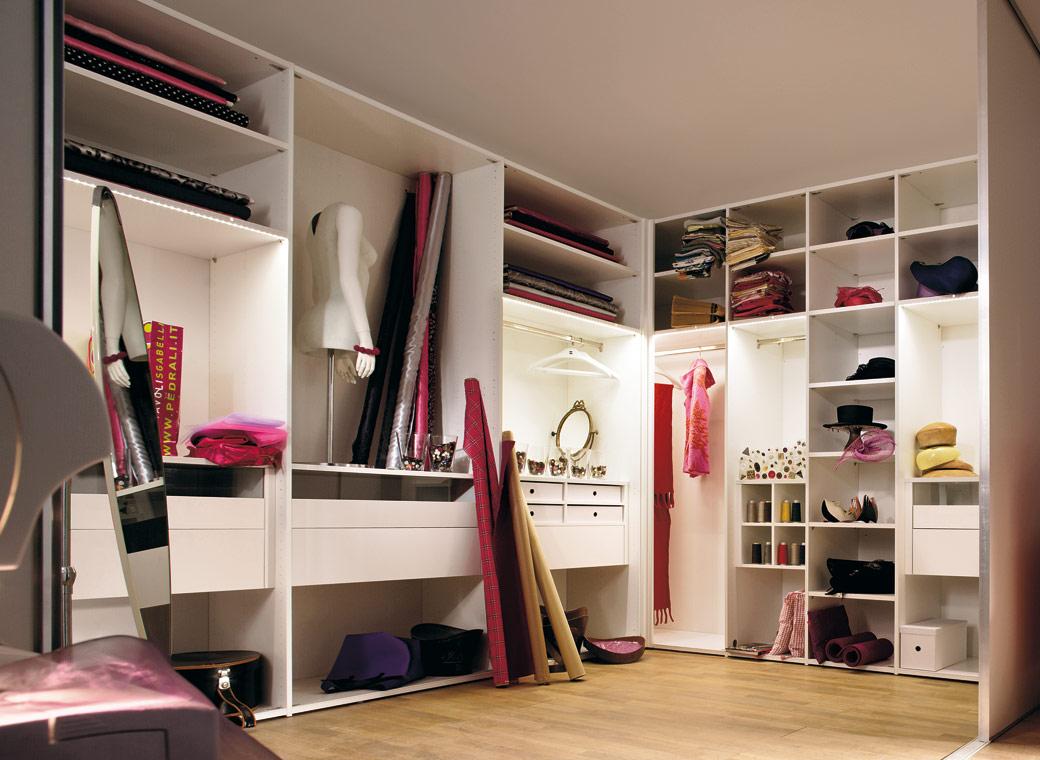 Отделка интерьера гардеробной
