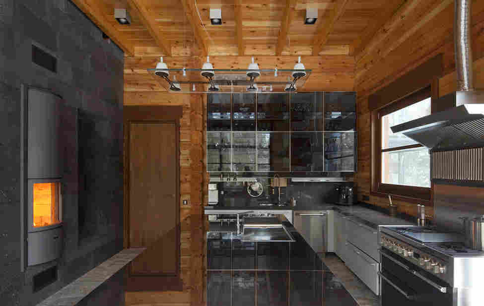 Оформление деревянного дома в классическом стиле