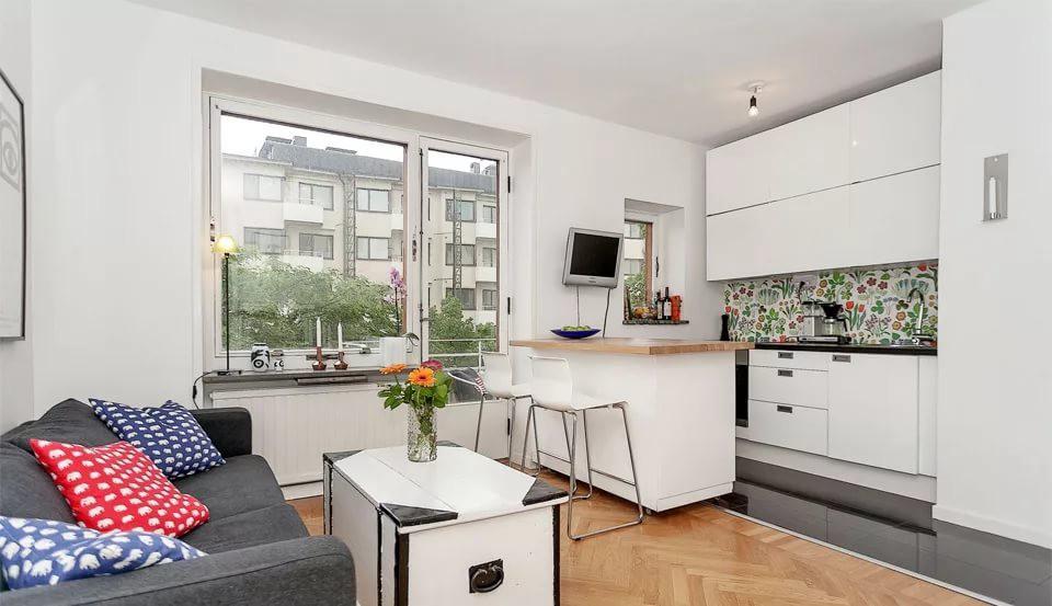 Оформление кухонного фартука в квартире-студии 25 кв. м
