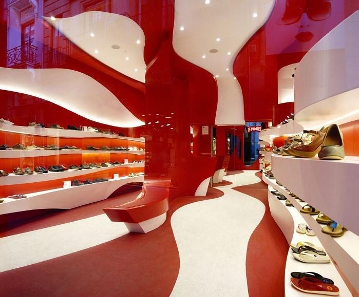 Оформление магазина в красно-белых тонах