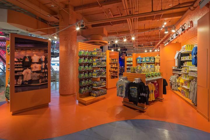 Оформление магазина в оранжевом цвете