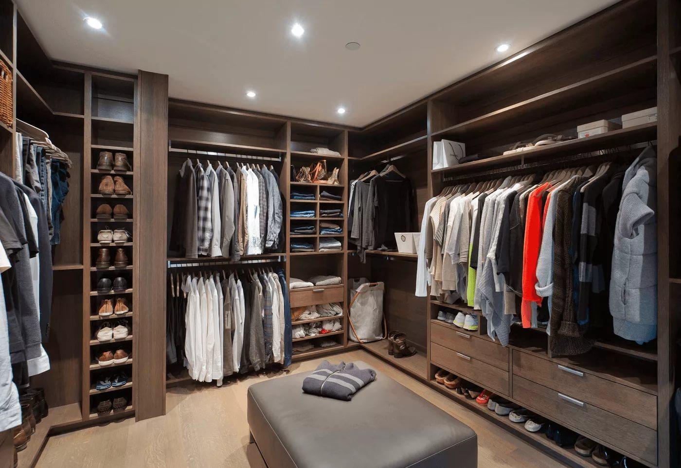 Оформление мужской гардеробной