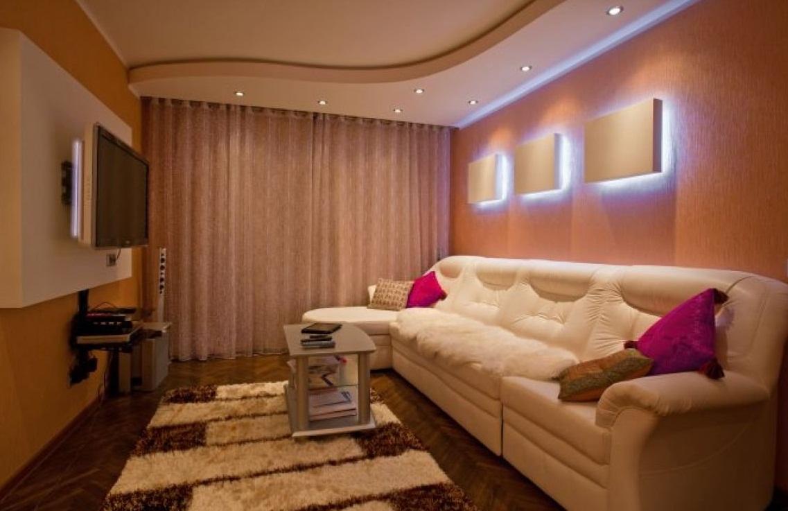 Оформление потолка в маленькой гостинной