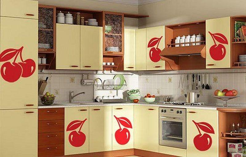 Пластиковый фасад с рисунком на кухонной мебели