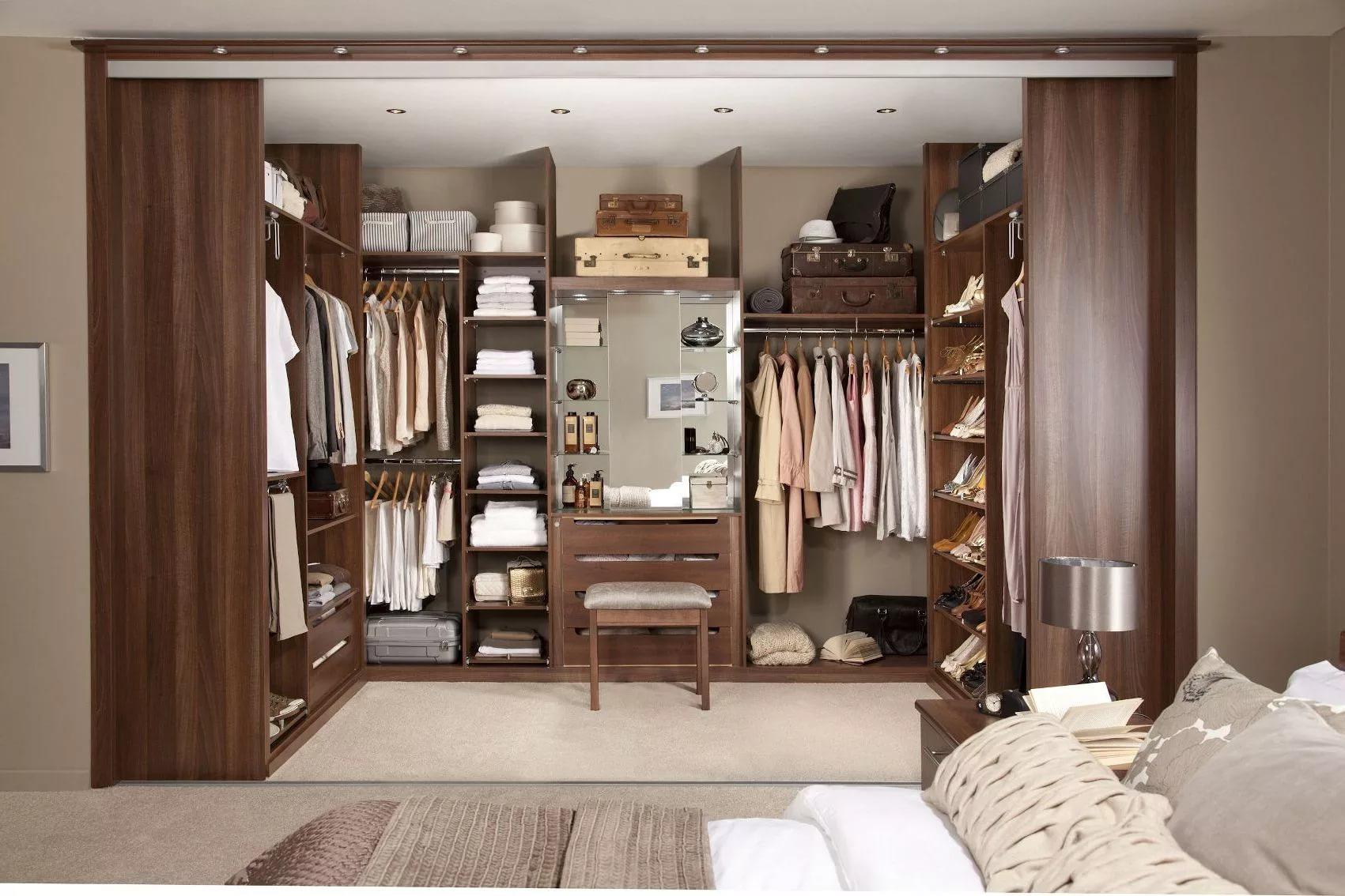 Раздвежные двери в гардеробной
