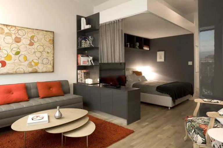Разделение светом гостиной-спальни