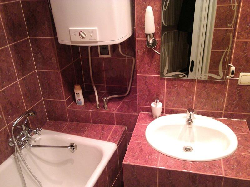 Размещение бойлера в маленькой ванной